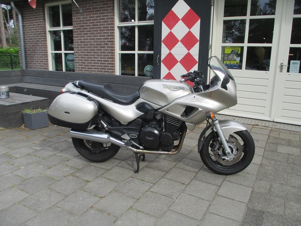 Triumph Sprint Executive 900